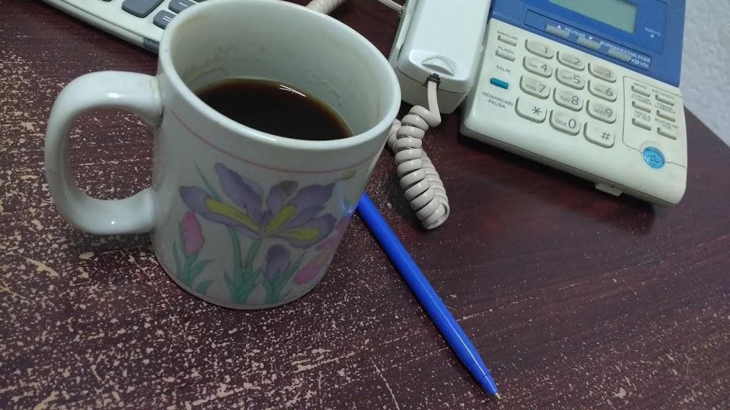 La taza es compañera del café, y hay que decirlo, Ángel Gustavo Rivas